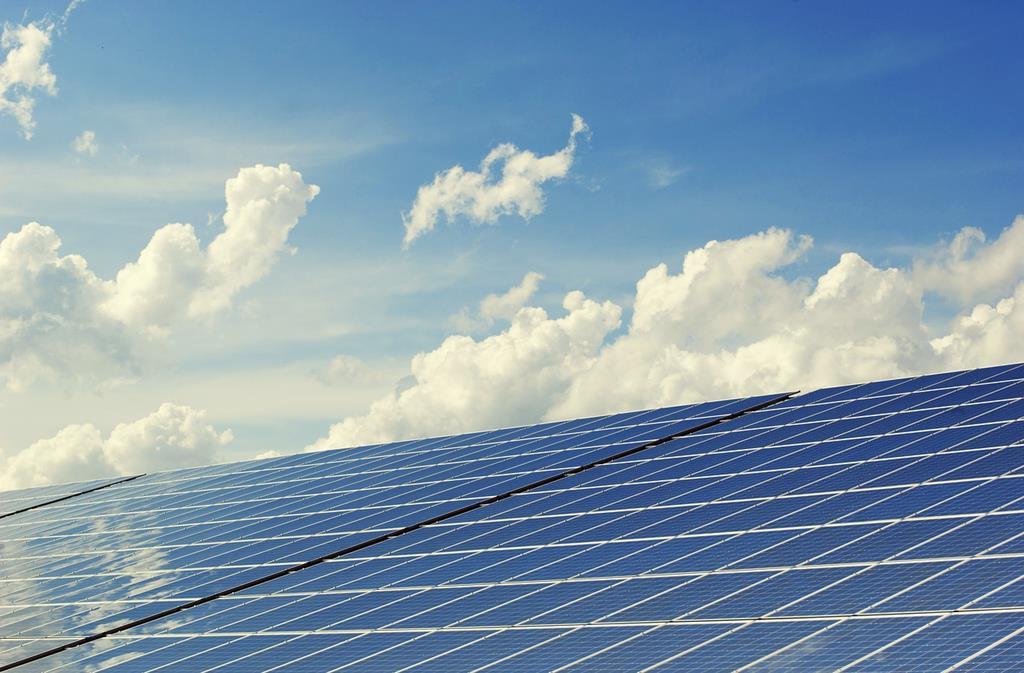 Energia elektryczna z paneli słonecznych w domach prywatnych. Instalacja solarna: wybór miejsca, zasady instalacji i rozmieszczenia.